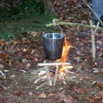 Repas lors d'un stage de survie en forêt