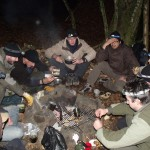 Repas de groupe en forêt